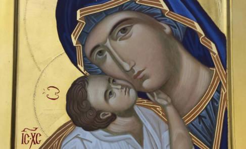 La gioia e la fede tra le braccia di Maria
